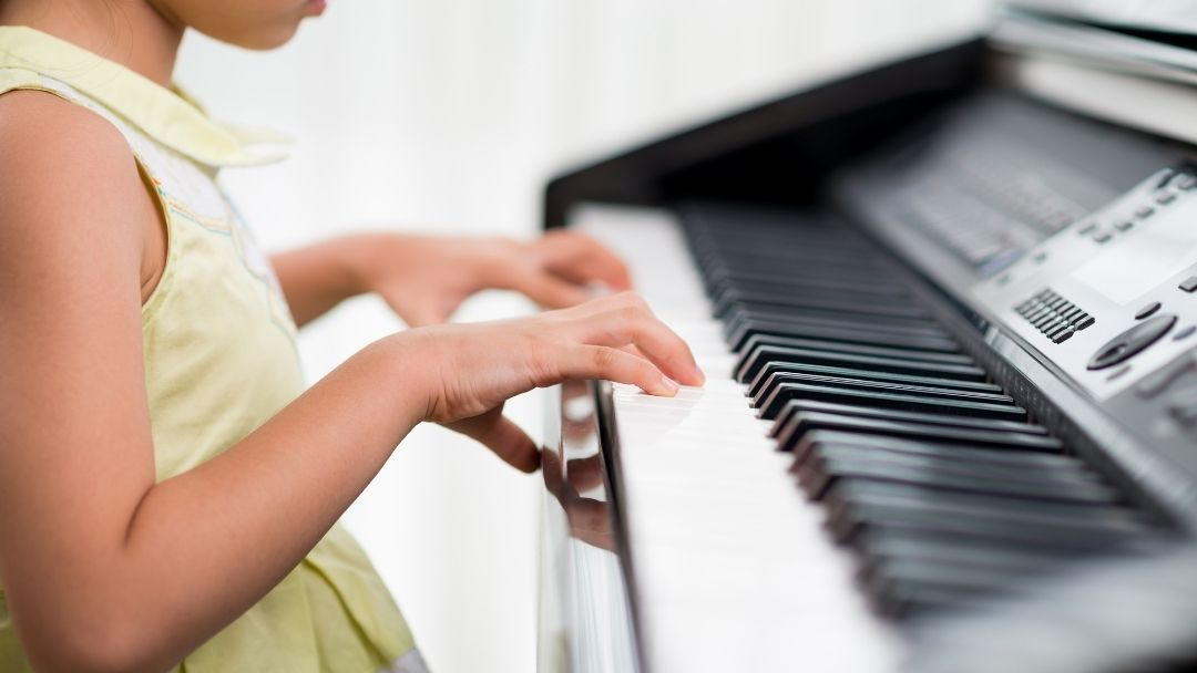 Online piano lessons and apps for kids
